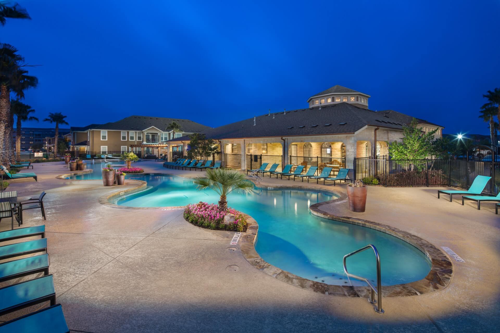 Avenues at Creekside Apartments | New Braufels TX