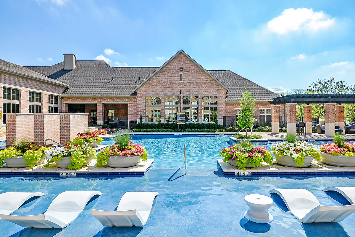 Pool | Axis Kessler Park Apartments